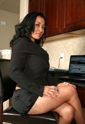 Big breasted mature latina secretary takes off her black lingerie and shows her smoking
