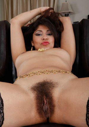 Latin milf Laurie Vargas didnt bother to shave her hairy pussy