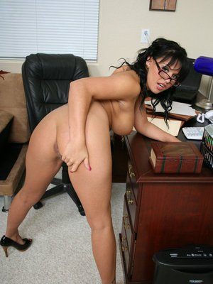 Cute babe in glasses Eva Angelina shows her big boobs and her hot body