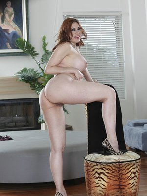 Curvaceous latina MILF Sheila Marie gets rid of her clothes