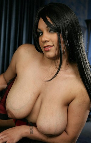 Fatty lassie in lingerie reveals her saggy jugs and toys her shaved twat