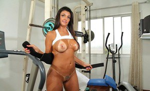 Bootylicious latina lady slipping off her sport outfit in the gym