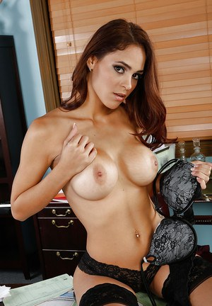 Cute Latina babe Jasmine Caro is deadly when she is completely naked