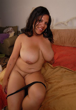Fatty LadySpice shows us her spicy as hell big boobies and nice pussy