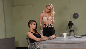 Jessa Rhodes and Kayla Carrera get face deep in smelly Milf pussy