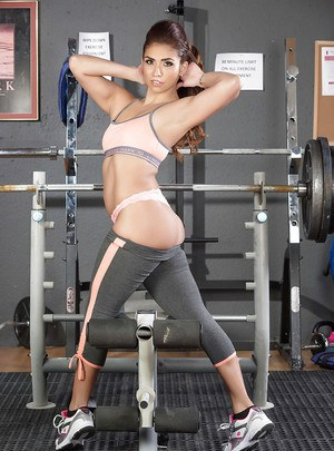 Hot pornstar Isabella De Santos working out in disappearing yoga pants