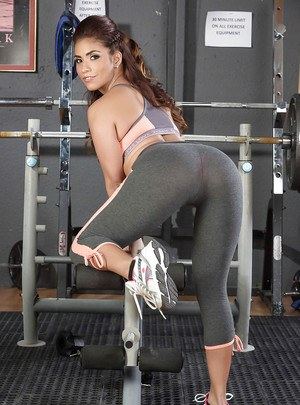 Latina fitness babe Isabella De Santos stripping off her yoga pants