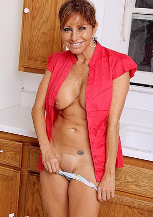 Busty mature Latina Tara Holiday exposes big natural tits in kitchen