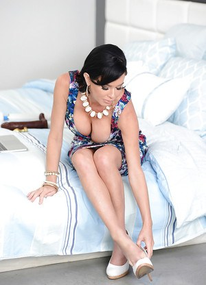 Brunette Latina Veronica Avluv masturbating shaved pussy with Magic Wand