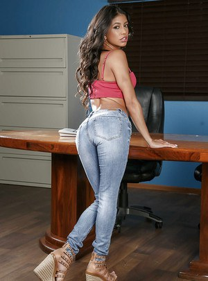 Mexican pornstar Veronica Rodriguez slipping jeans over perfect ass on desk