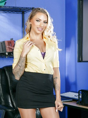 Blonde office MILF Juelz Ventura presents her pussy and boobs on cam