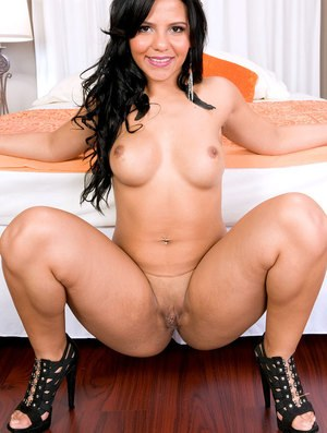 Rose Lane shows off pussy and ass in strong XXX nudity solo