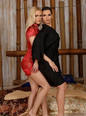 Mouthwatering lesbian angels Eve Angel and Wivien stimulate cunts with tongues