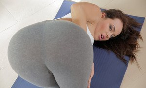 Latina MILF Franceska Jaimes relieves herself of yoga clothes to pose nude