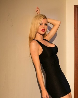 Blonde Latina model Jessie Rogers ditches her little black dress to pose nude