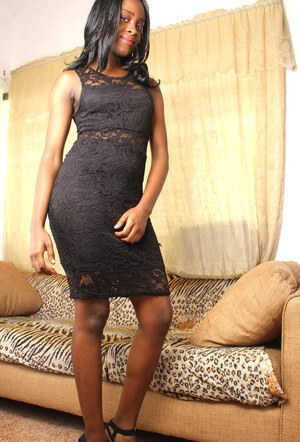 Black amateur takes off her long dress to make her nude posing debut
